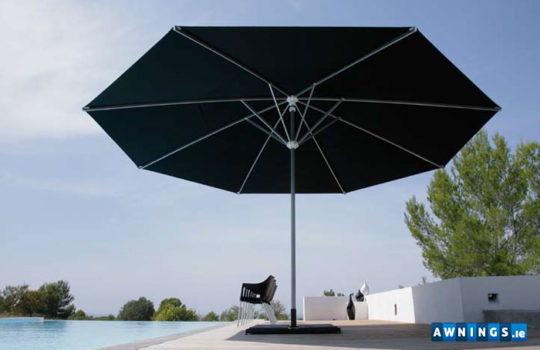 Large Umbrellas - shade solutions. Sun and rain protection.