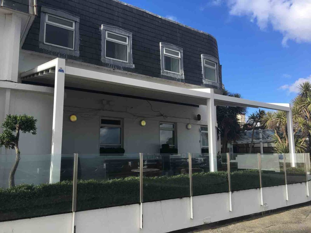 White Sands Hotel Malahide   Awnings.ie   The Awning CompanyWhite Sands  Hotel Malahide   Awnings.ie   The Awning Company