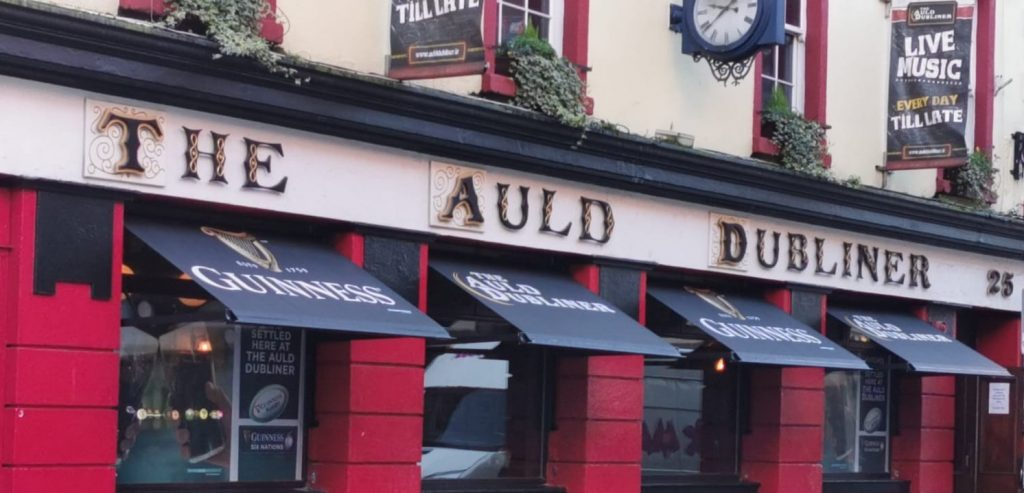 Old Style Drop Arm Awning auld dubliner temple bar 2