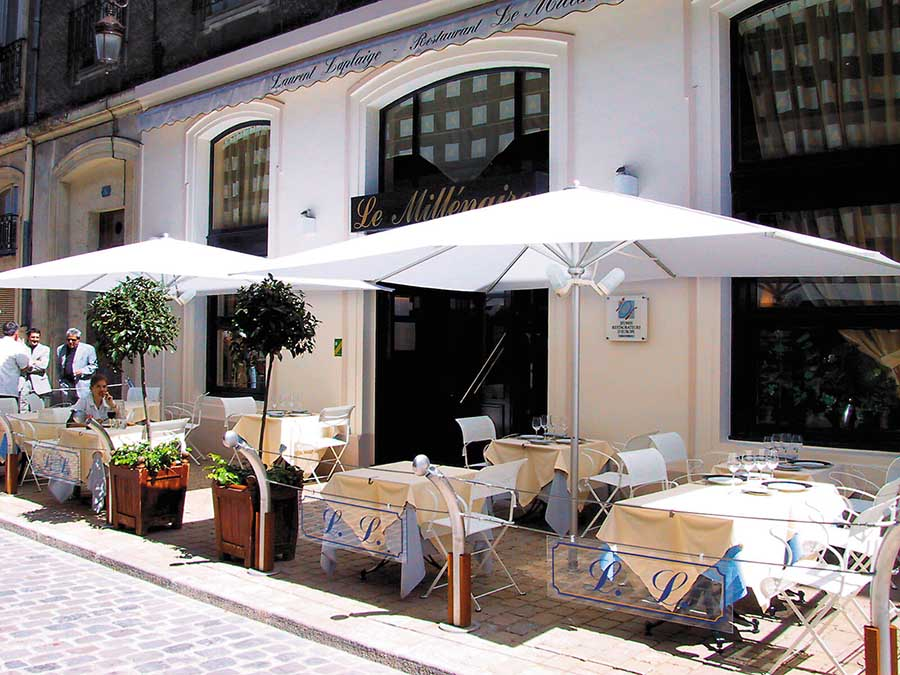 The Filius medium commercial Parasol from Awnings.ie image